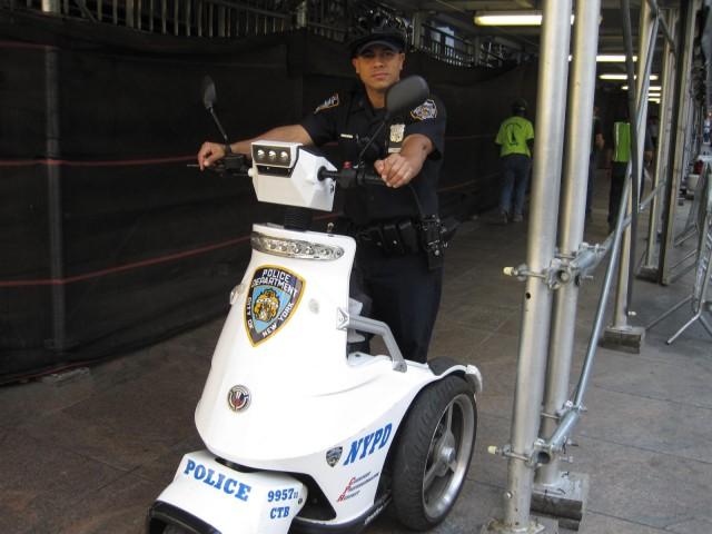 Polisen använde alla slags fordon förutom bilar