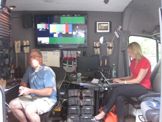 CNN förbereder en direktsändning i NY. Sändarbilen