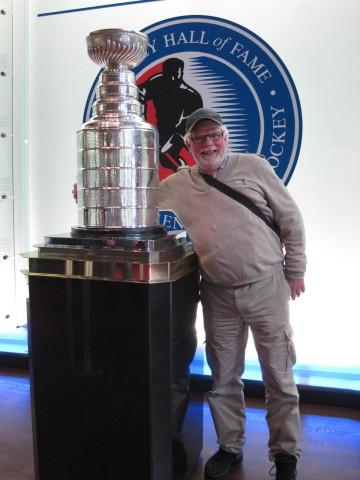 Här kramar jag Stanley Cup bucklan men det det var länge sedan jag stod på några skridskor